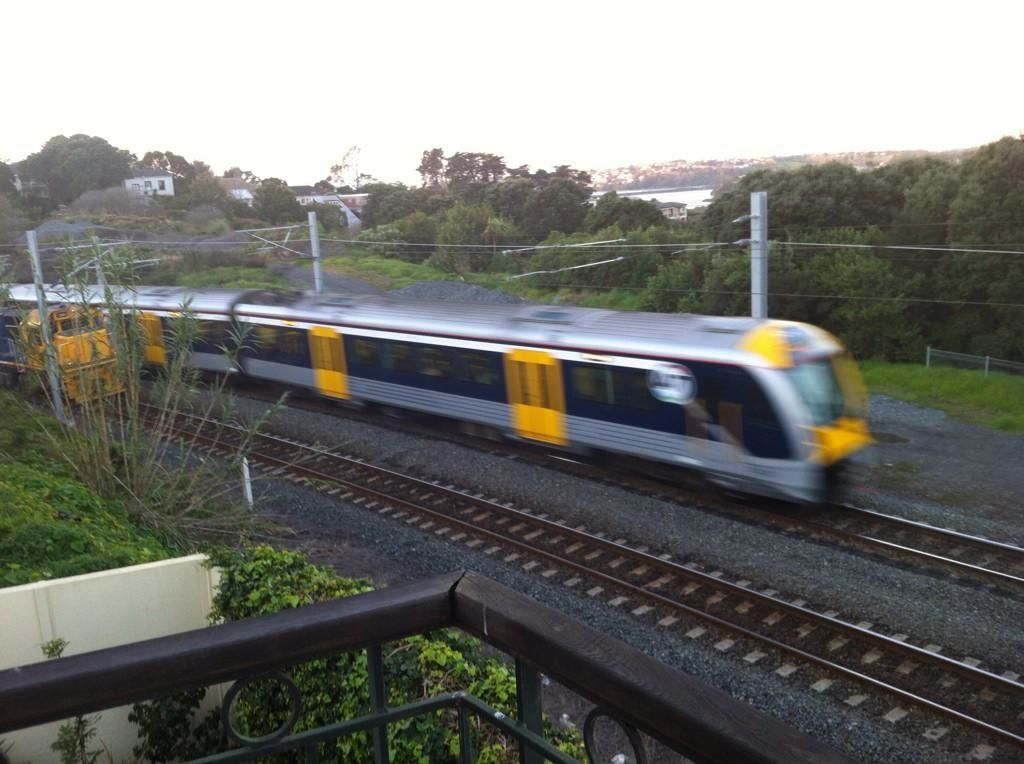 Electric Train heading to Newmarket from Britomart Source: pic.twitter.com/IUHNR2DboJ