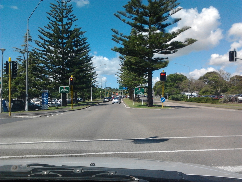 Manukau Station Road heading towards the Great South Road