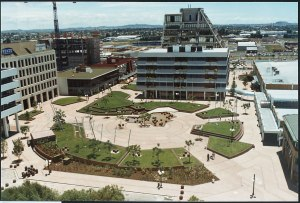 Manukau Plaza 1980 and 1990 Source: Auckland Council - Manukau Research Centre